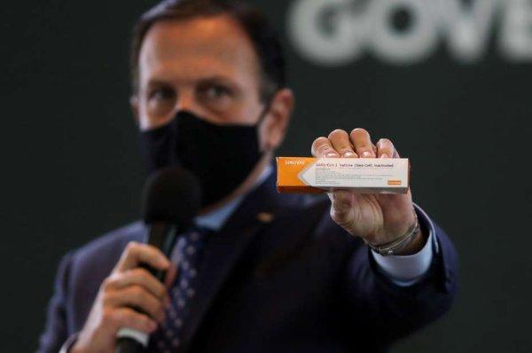 Anvisa aprova material para vacina chinesa e Doria promete compra e distribuição, caso Bolsonaro não o faça