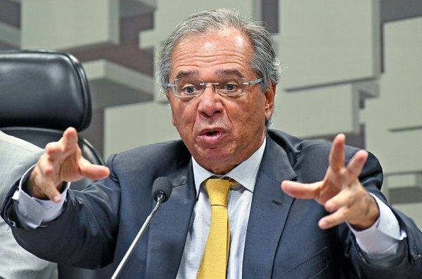 Guedes quer extinguir um quarto das cidades brasileiras para dar dinheiro aos banqueiros