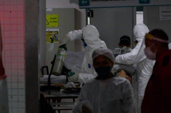 """Em Manaus, médicos sedam pacientes para morrerem sem dor: """"a gente não sabe mais o que fazer"""""""