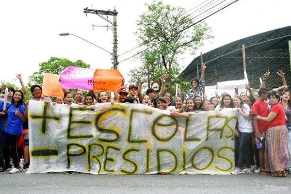 Alckmin fecha 889 salas de aula e abre mais de 2 mil vagas em presídios