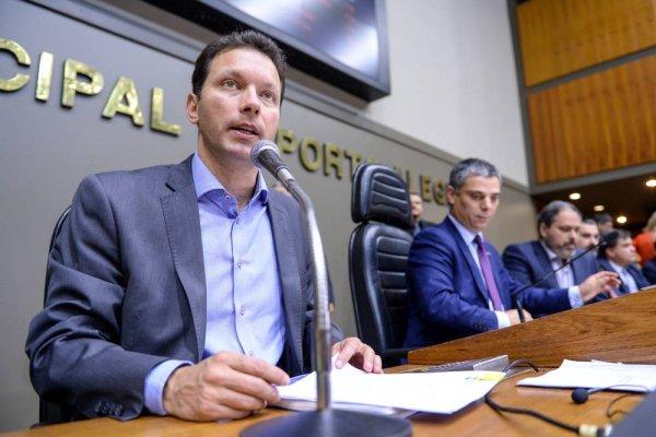 Marchezan vai parcelar salários novamente neste final de ano