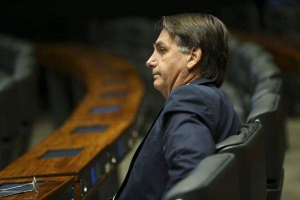 """Bolsonaro compara demarcação indígena à """"zoológico"""" e quer vender Amazônia para os EUA"""