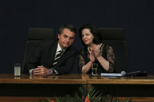 Após atos massivos, Bolsonaro afirma demagogicamente que vai dar R$2,5 bi para a Educação