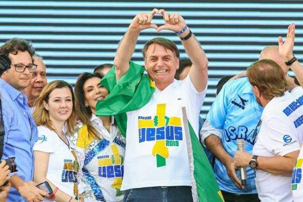 Para comprar voto da bancada evangélica na reforma, Bolsonaro dá milhões para igrejas