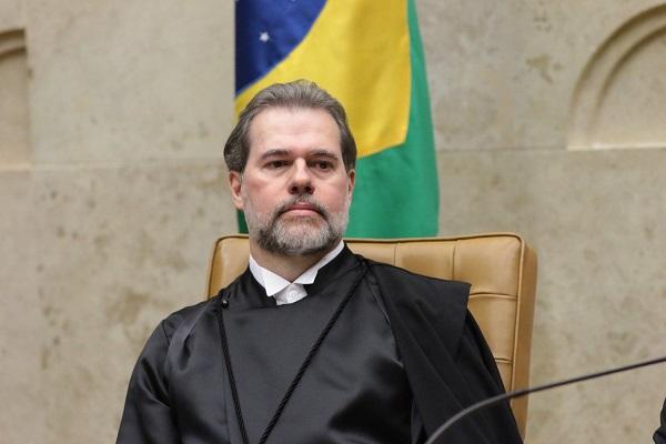 STF derruba decisão do TJ do Rio que autorizava censura homofóbica de Crivella