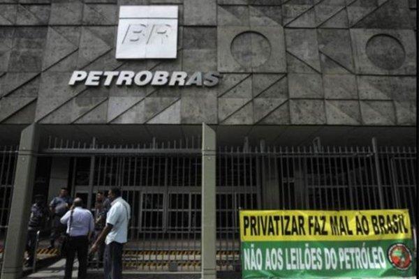 Dando sequência ao desmonte, Petrobras anuncia novo plano de demissões