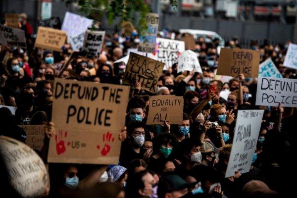 Que faria a esquerda brasileira que defende a polícia, se estivesse nos Estados Unidos?