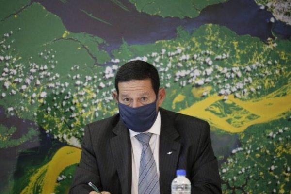 Mourão revira dados para encobrir sua própria conivência na queima da Floresta Amazônica