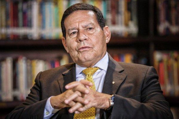 """Em meio a pandemia, Mourão diz que queimada na amazônia é """"agulha no palheiro"""""""