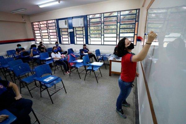Manaus: pais e professores se mobilizam contra voltas às aulas durante pandemia