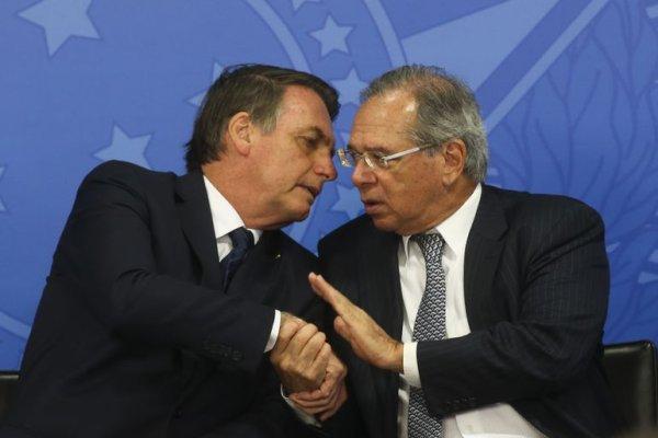 Para atacar trabalhadores em meio à pandemia Bolsonaro desfaz 48 regras trabalhistas