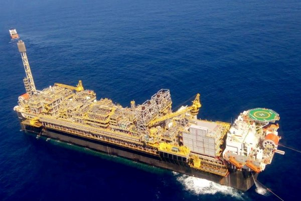 Segunda onda de COVID e criminoso descaso da Petrobras. A P-69 é um sintoma de como o lucro vale mais que as vidas