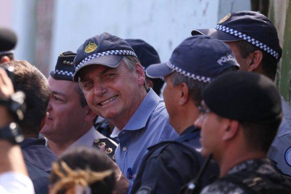 Carta-branca para matar: Bolsonaro diz que vai pautar excludente de ilicitude em 2021