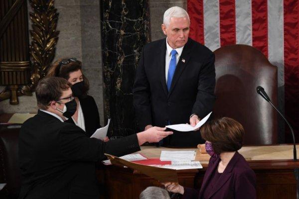 Em longa sessão após invasão trumpista, Congresso norte-americano ratifica vitória de Biden