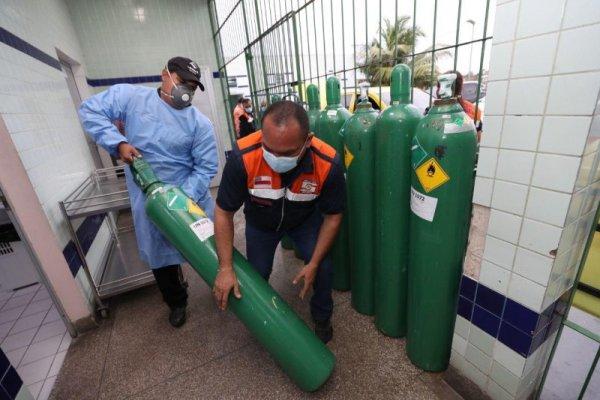 Bolsonaro dificultou importação de tubos de oxigênio dois dias antes do colapso de Manaus