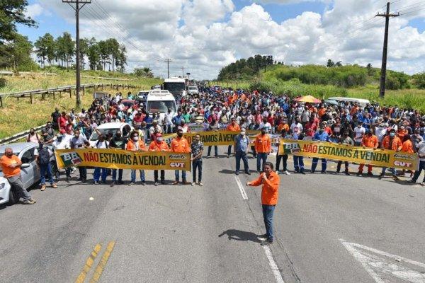 """Manifestação de petroleiros contra a privatização da RLAM (BA): """"vai ter luta"""""""