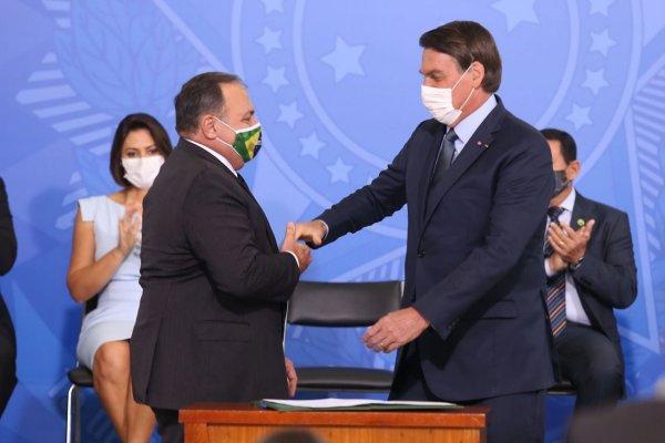 Descaso de Bolsonaro com a crise do Amazonas faz estado receber 76 mil vacinas a menos que o esperado
