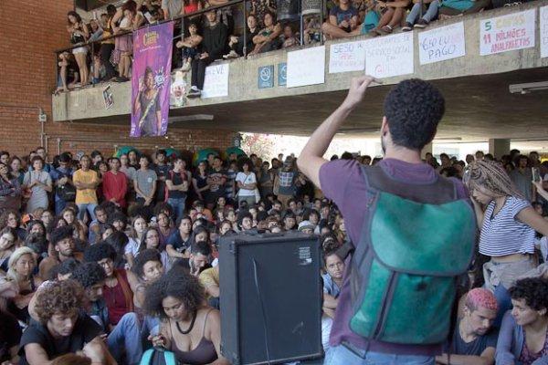 Todes à assembleia Geral UnB: Fora Bolsonaro e Mourão e unidade entre estudantes e trabalhadores!
