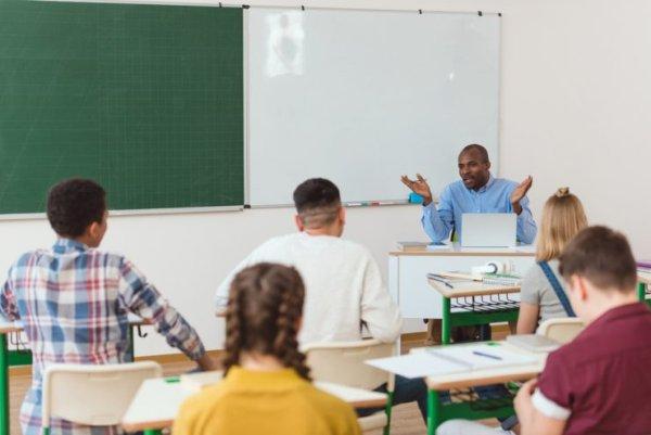 É vetada a lei que pretende proibir as fundamentais discussões de gênero nas escolas