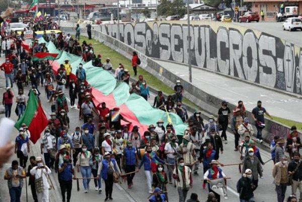 Caravana indígena chega à capital da Colômbia para se somar à jornada de protesto nacional