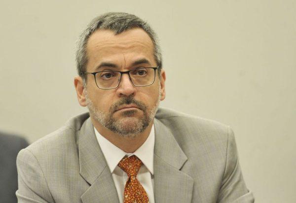 Weintraub acusa falta de esforço dos estudantes para justificar cortes de ensino e pesquisa