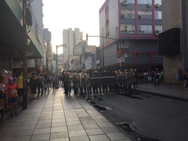 Policia reprime ato contra aumento das passagens em Porto Alegre