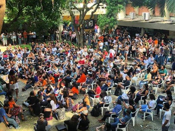 Bolsonaro declara guerra aos estudantes: parar universidades e IFs dia 15 junto aos professores