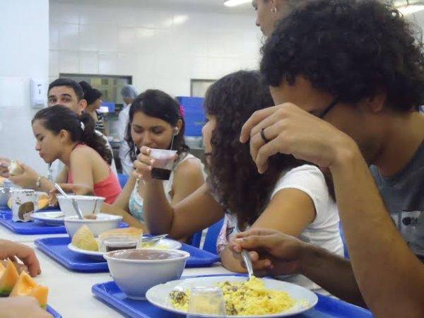 """""""A gente é obrigado a estudar com uma refeição por dia, a gente tá passando fome"""" diz estudante da UFRN"""