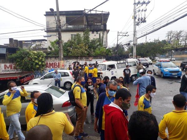 Trabalhadores dos correios em greve fazem carreata no RJ e denunciam os ataques de Bolsonaro