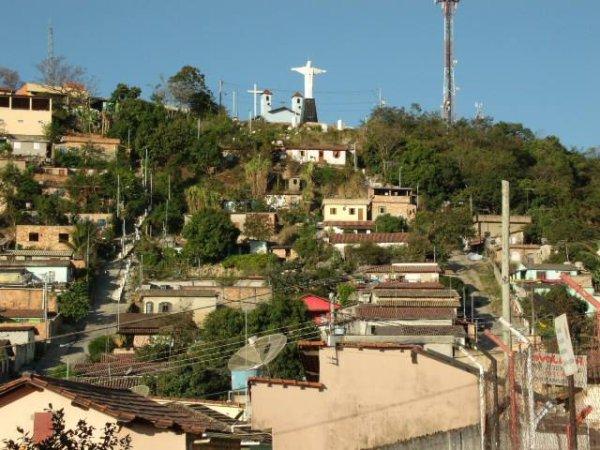 Moradores protestam em Esmeraldas, BH, por falta de água