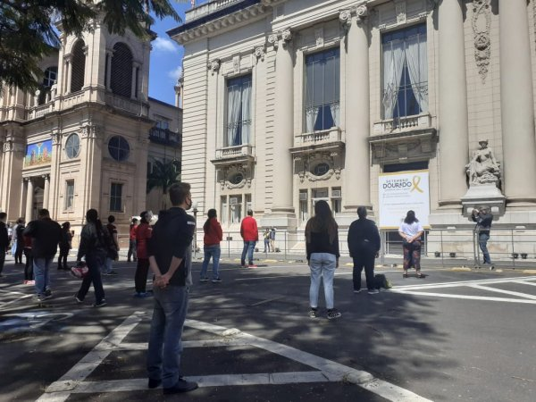 """Ocupação Escola Estado do Rio Grande do Sul: """"Governador sem virtude quebra o cadeado"""""""