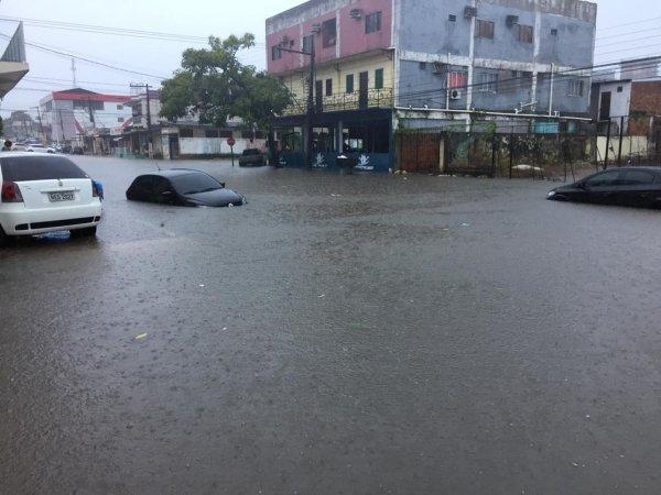 Maior chuva do ano e três semanas de apagão no Amapá mostram a situação de abandono do estado