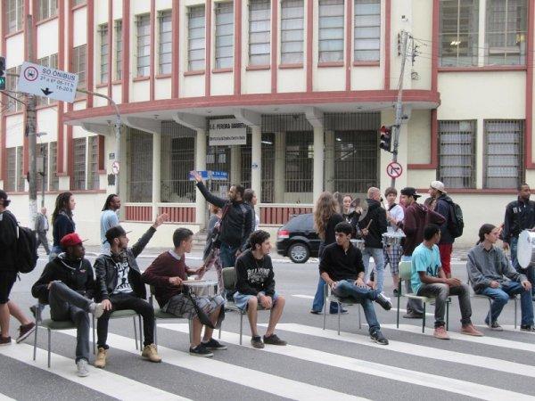 Estudantes param Marginal Tietê em protesto