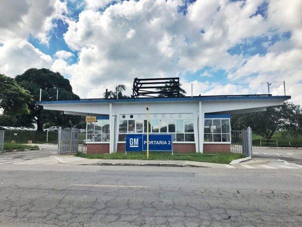 GM suspende contratos trabalhistas e para produção de fábricas que poderiam produzir respiradores