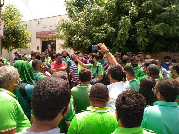 Rodoviários sem salário completam 22 dias de greve em Teresina